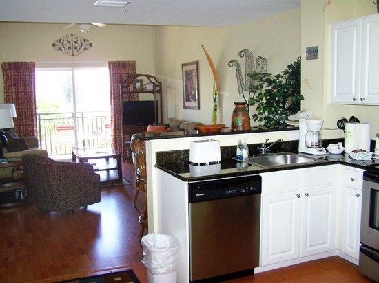 Madeira Bay Resort: Kitchen/Living Room unit 408