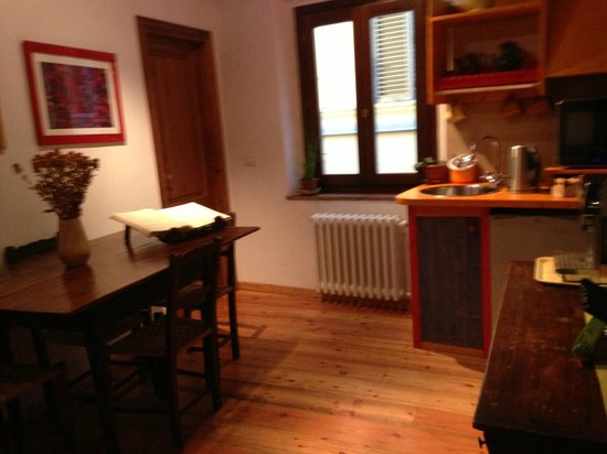 B&B Bonsignori: Breakfast room with door to our (green) room on the left
