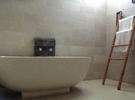 Jas Boutique Villas: Deep Tub