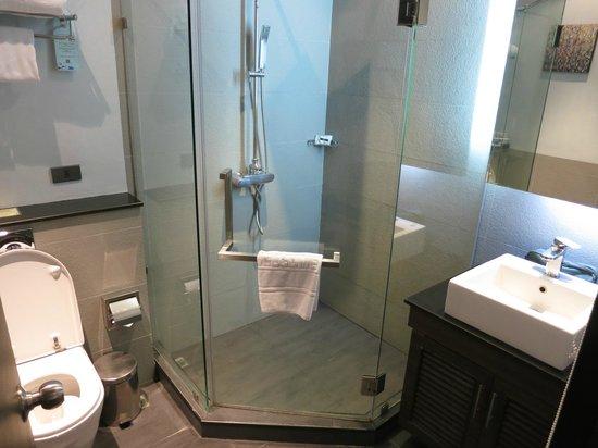 S Sukhumvit Suites : Bathroom