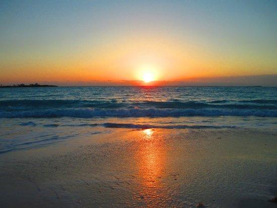 Sandals Emerald Bay Golf, Tennis and Spa Resort: Sunrise