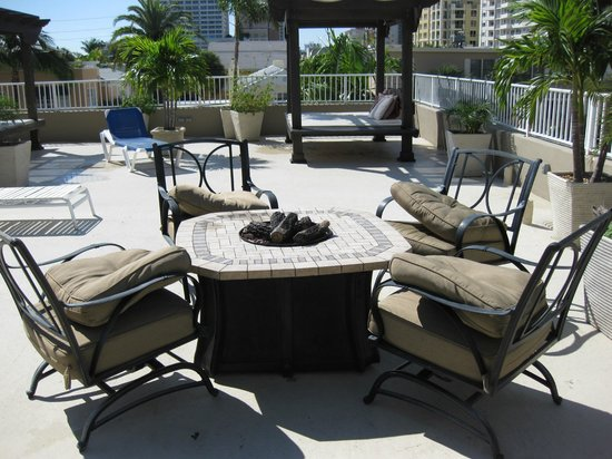 Granada Inn: Granada Rooftop lounge area