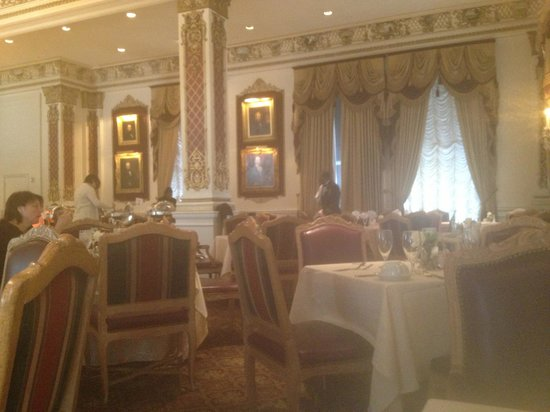 Le Pavillon Hotel: Breakfast hall
