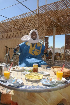 Dar Restaurant Bab Rimal: Outdoor breakfast