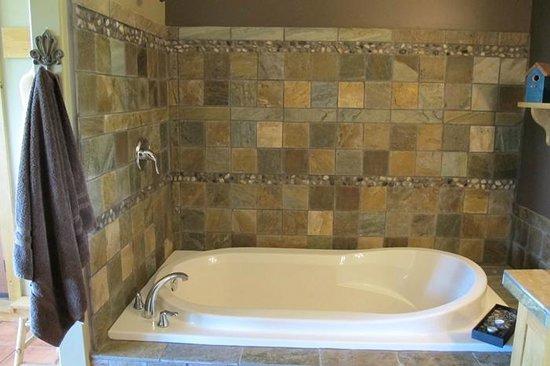Manana Guest House : Soaker tub