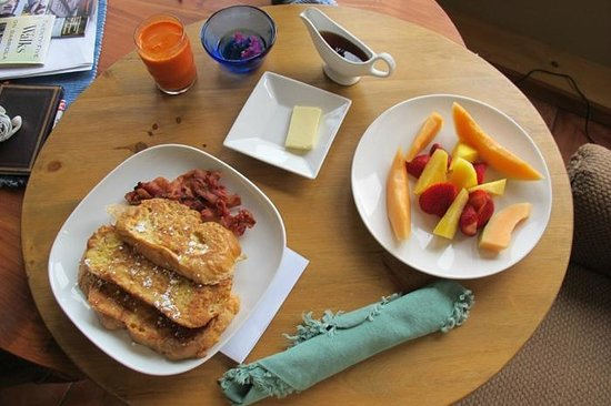 Manana Guest House: French toast breakfast