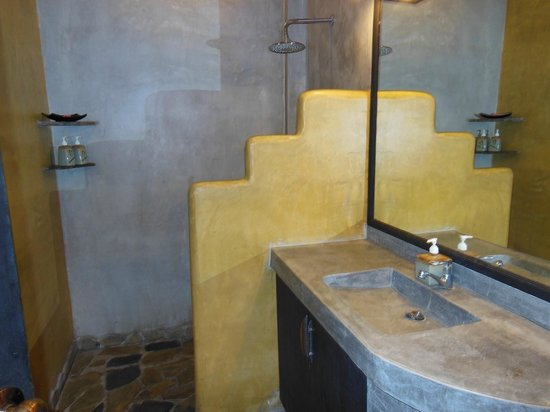 Koh Tao Heights Exclusive Apartments: Bathroom