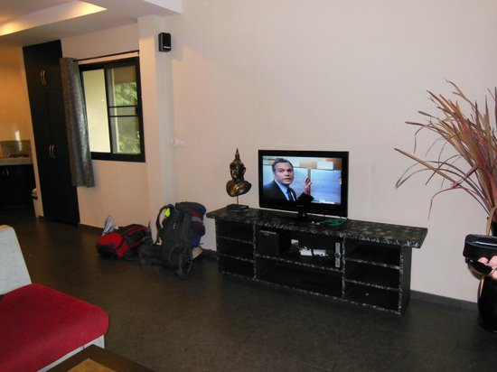 Koh Tao Heights Exclusive Apartments: tv/ sitting room