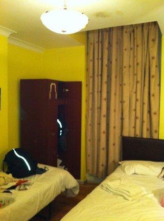 New Dawn Hotel: Triple room