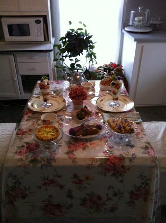 The Painted Lady Bed & Breakfast and Tea Room: Our lovely breakfast!