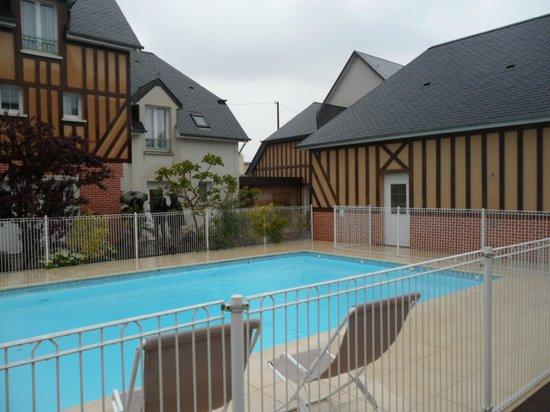 La Closerie Cabourg: la piscina e il centro massaggi
