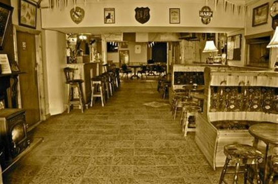 The Ramble Inn: The Bar