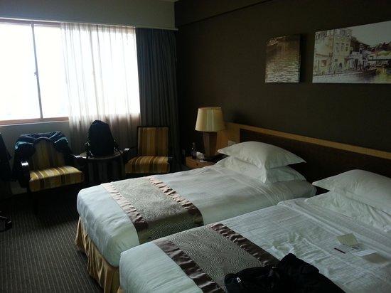 Hotel Equatorial Melaka: Neat bed