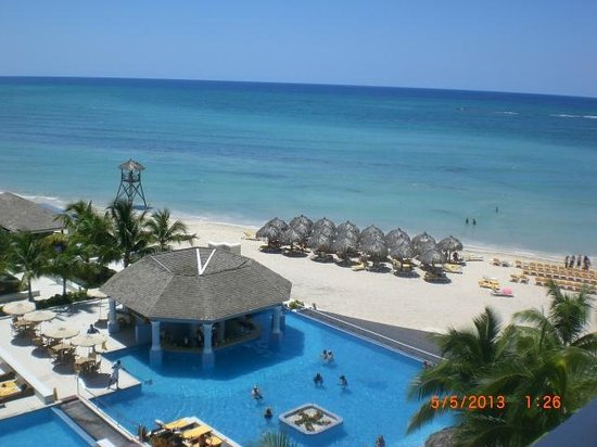 Iberostar Grand Hotel Rose Hall: part of the view from the oceanview room