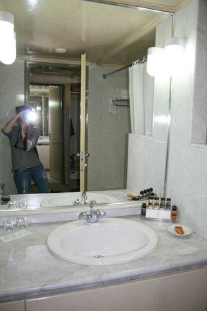 Aquila Porto Rethymno: Ванная комната