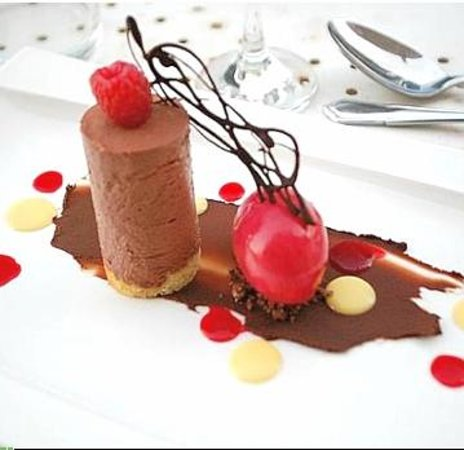 La Metairie des Songes: Raspberry-chocolate mousse, sorbet, dehydrated raspberries