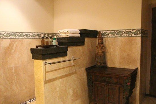 Bidadari Private Villas & Retreat: Ванная комната на втором этаже