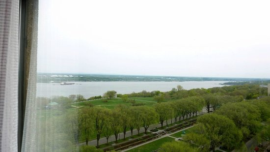 Hôtel Le Concorde Québec: river view