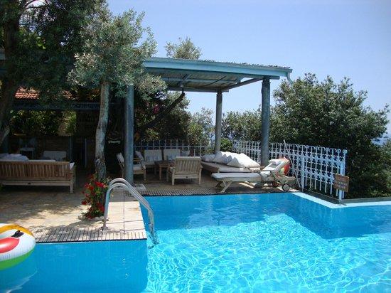 Beyaz Yunus Hotel: Pool side bar area