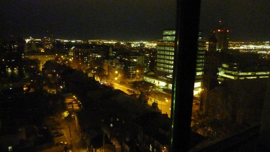 Hôtel Le Concorde Québec: nighttime view from room