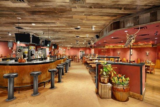 Days Inn Penn State: Mad Mex Bar area