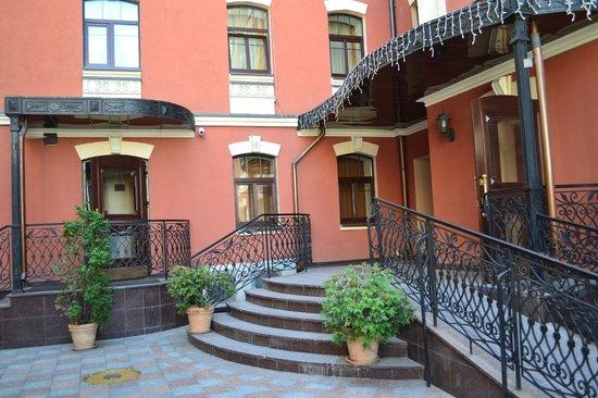 Podol Plaza: Inner courtyard