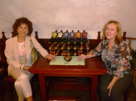 Wine cellar of the Moravian Bank of wine: wine supports communication