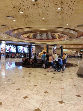 MGM Grand Hotel and Casino: Front Desk