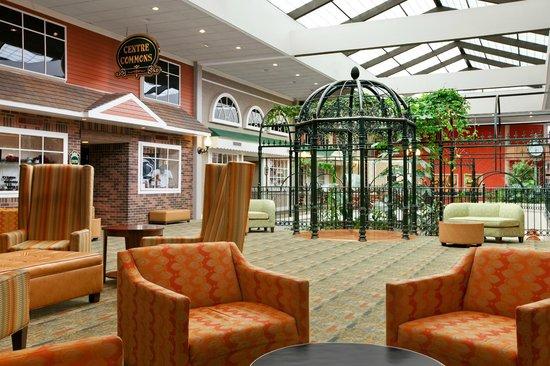 Days Inn Penn State: Atrium Gazebo