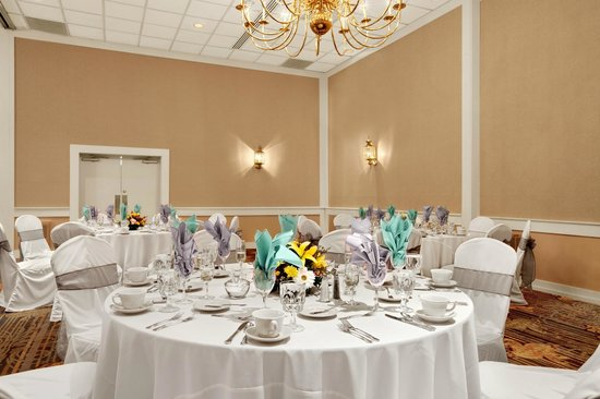 Days Inn Penn State: Ballroom Wedding
