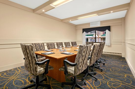 Days Inn Penn State: Boardroom