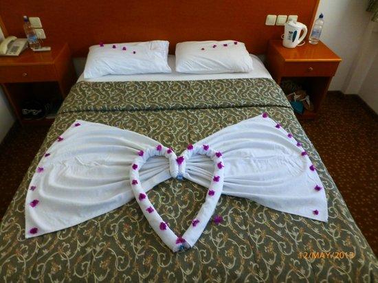 Belcehan Beach Hotel: room service