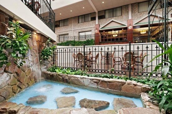Days Inn Penn State : Atrium Lower Level Waterfall