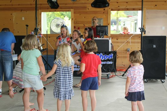 Money Creek Haven Campground: Karaoke in the Pavilion