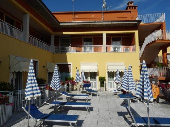 Hotel Vela d'Oro: terrasse/solarium