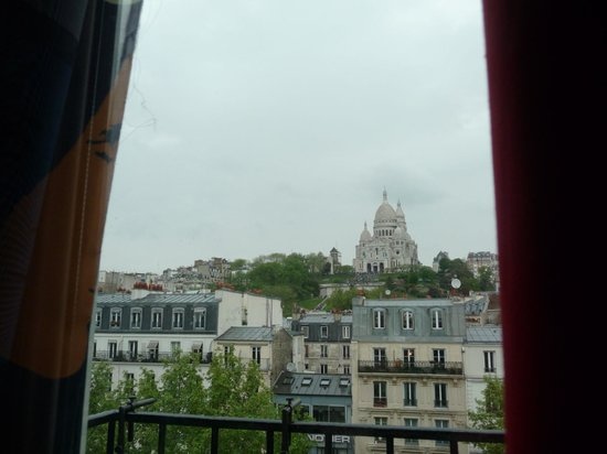 Le Regent Hostel: View from 6th-floor double