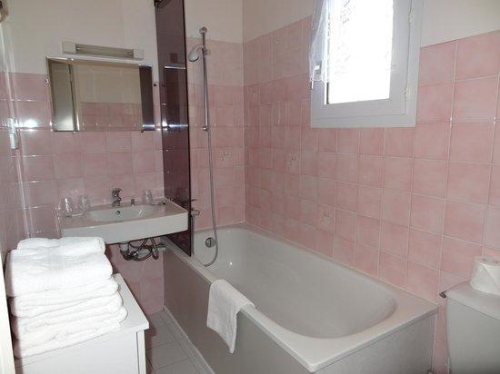 A La Renommee : salle bains