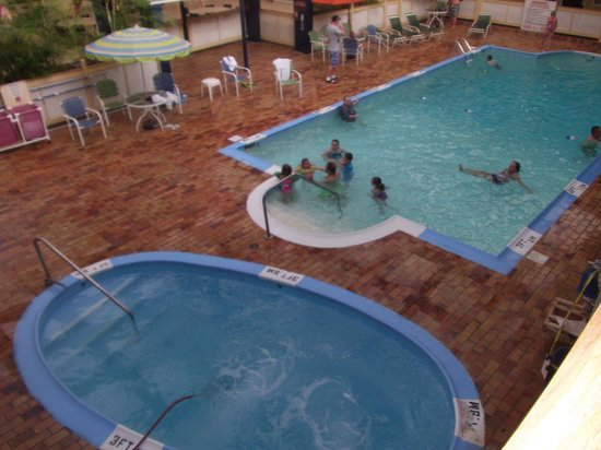 Waterfront Hotel and Conference Center : Indoor Pool and Heated Whirlpool