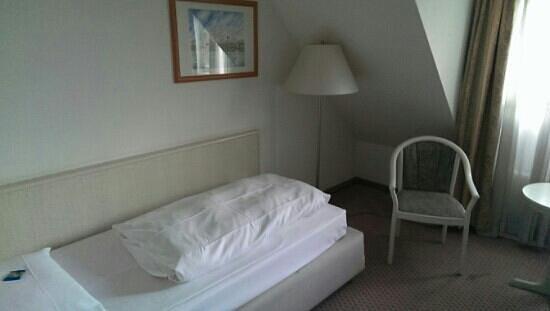 Hotel Stuttgart Sindelfingen City by Tulip Inn: Bett