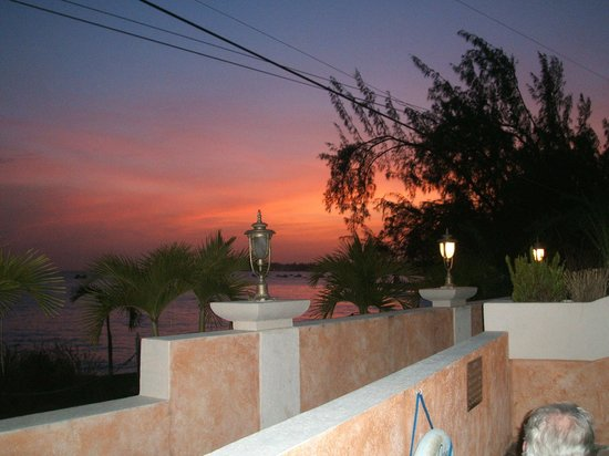 Little Arches Boutique Hotel: Sunset from the Ocean Room Suite