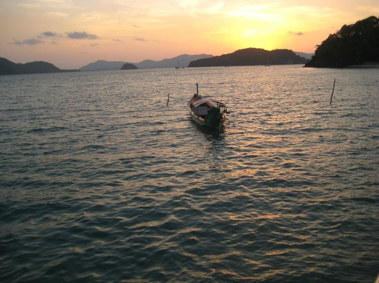 Kantary Bay, Phuket: Sunset right in front of the Kantary Bay Hotel