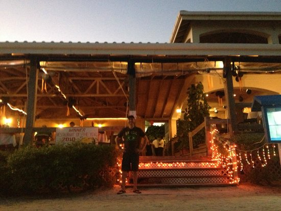 SunBreeze Hotel: front of blue water grill