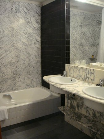 Hotel Alfonso V: Baño