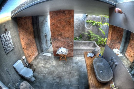 Villa Komea: Bathroom