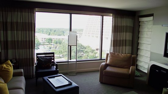 Bay Lake Tower at Disney's Contemporary Resort: Living room looking out at the Contemporary resort