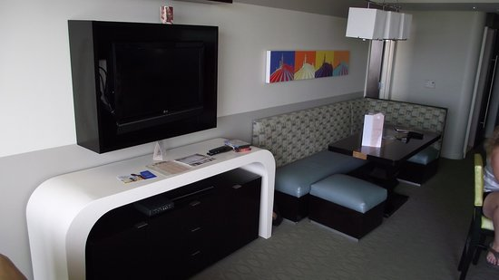 Bay Lake Tower at Disney's Contemporary Resort: View of the Living area