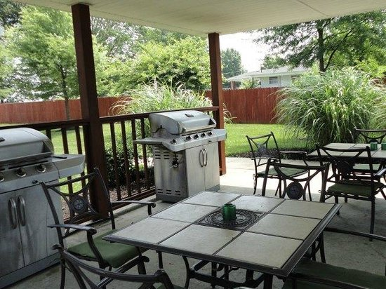 Bowling Green Extended Stay Hotel: Outdoor Grilling Area