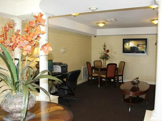 InTown Suites Bowling Green Extended Stay Hotel: Lobby