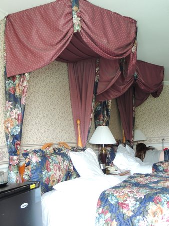 Ascot Inn at the Rock: The beds