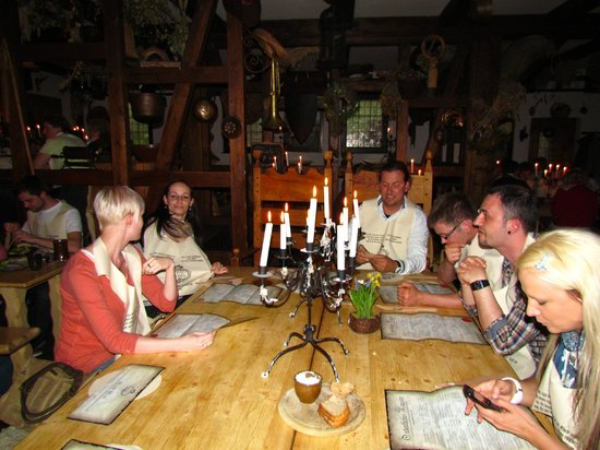Anno Domini: Sitzordnung bei Tisch